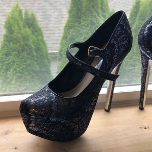Gorgeous platform heels! Worn MAYBE 3 times
